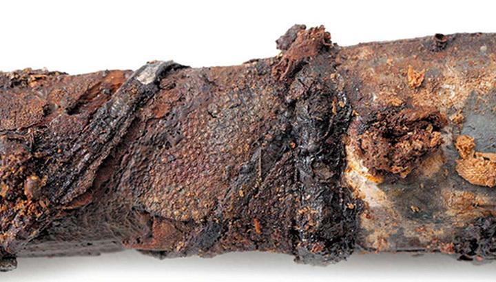Меч VI века н. э. с рукоятью, обтянутой кожей ската